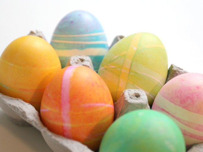 Dying Eggs with Rubber Bands