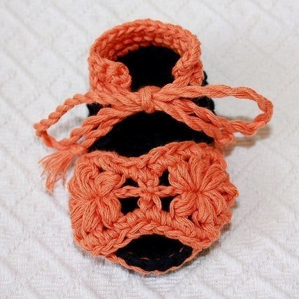 Crocheted Flower Baby Sandals by Monpetitviolon
