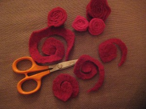 How to Create your Own Felt Rosette Wreath